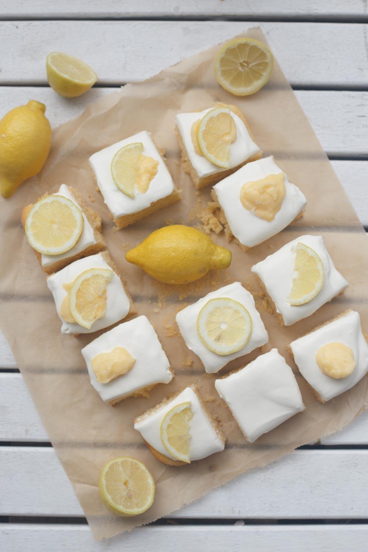 Zitronen-Schmand-Kuchen mit Lemon Curd backen