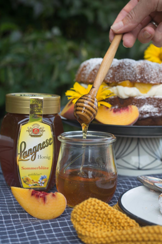 Honig auf Honiglöffel - Honigkuchen backen
