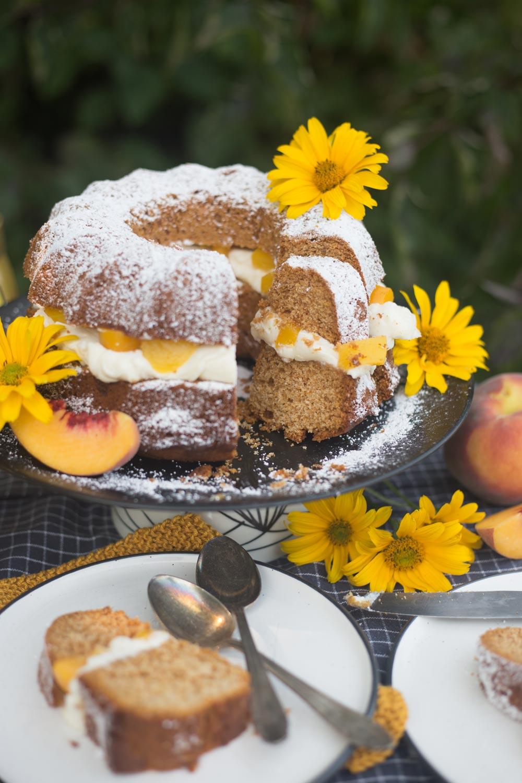 Unser Honigkuchen für die ganze Familie - mit Pfirsichen und Mascarponecreme