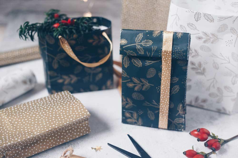 DIY Geschenktüten falten Schritt für Schritt Videoanleitung für Weihnachten und kleine Geschenke