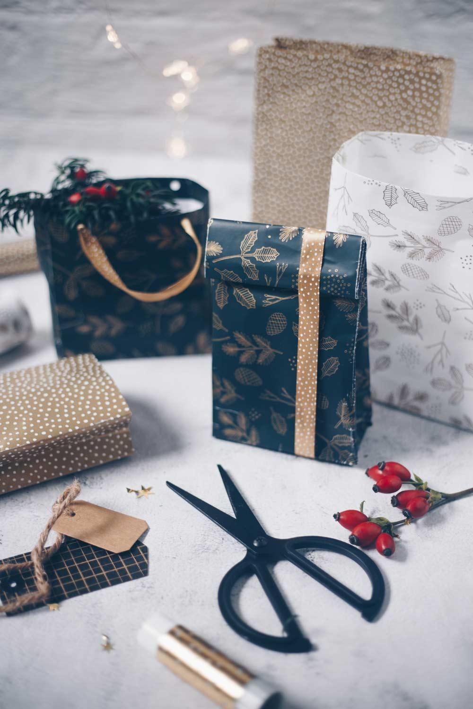 DIY Geschenktüten falten für kleine Geschenke zu Weihnachten