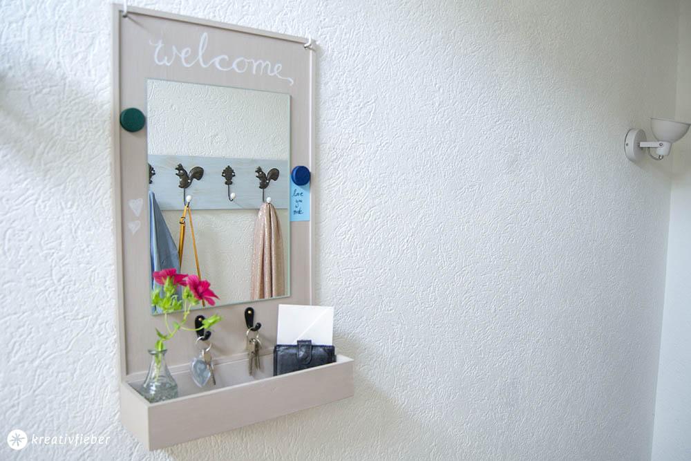 Schlüsselbrett mit Spiegel