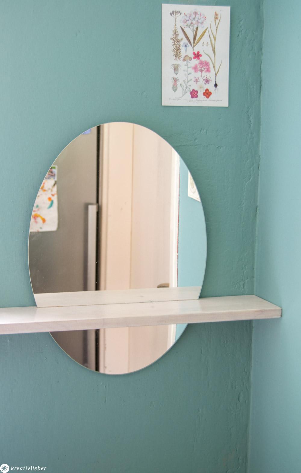 Wandspiegel mit Abstellfläche