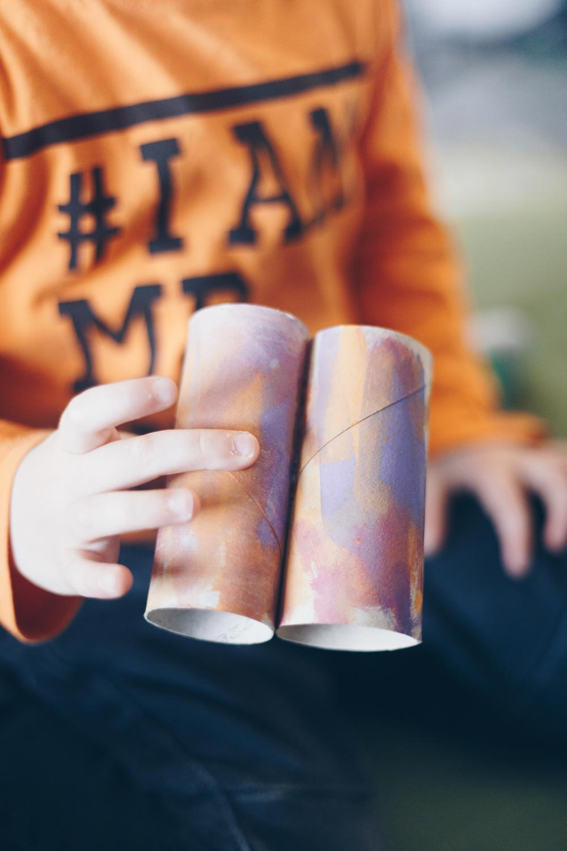Spielideen mit Klopapierrollen - Fernglas aus Klopapierrollen basteln