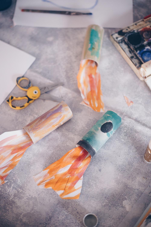 Spielideen mit Klopapierrollen - Klopapierraketen bauen
