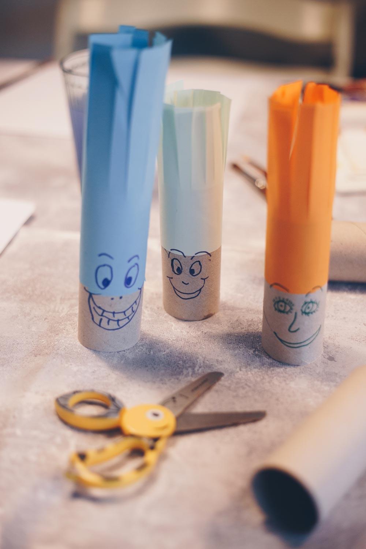 Spielideen mit Klopapierrollen - Klopapierrollenfiguren mit Haaren zum Schneiden