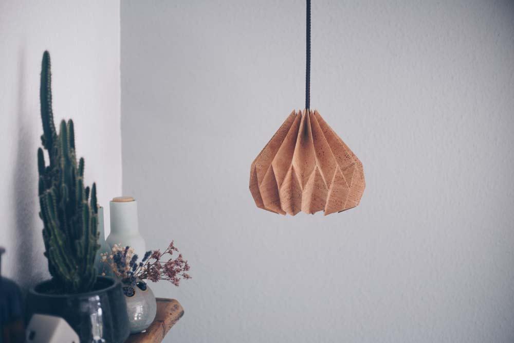 DIY Leuchte aus Kork mit Origami Lampenschirm