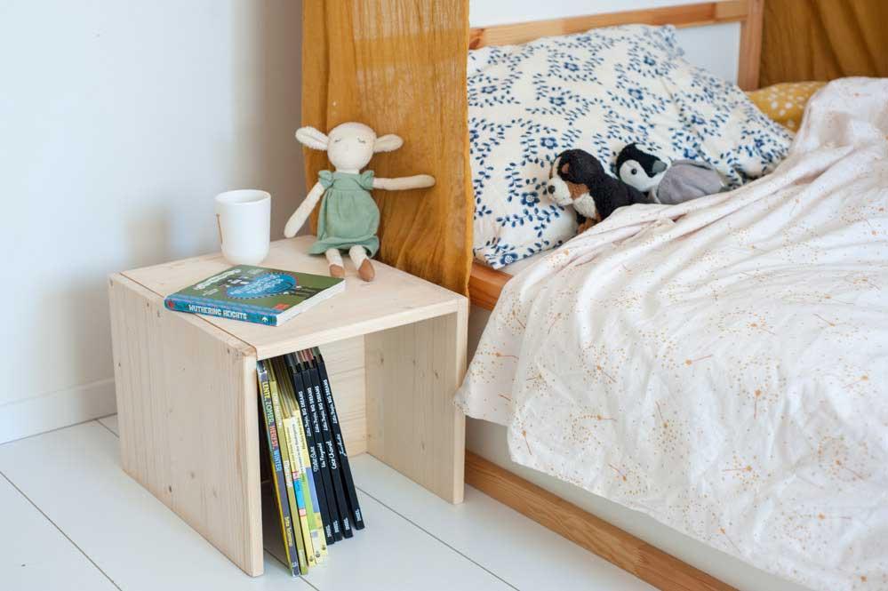 Nachttisch aus Holz Berliner Hocker