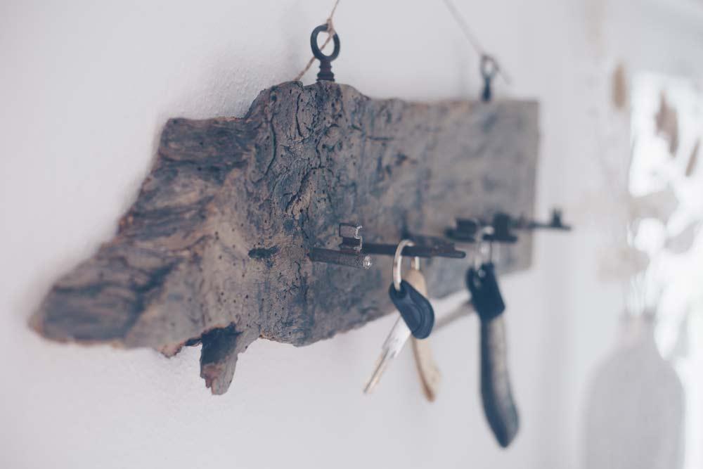 DIY Schlüsselaufhängung aus alten Schlüsseln