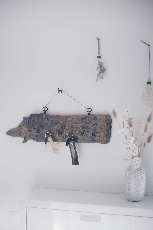 DIY Schlüsselbrett aus vintage Schlüsseln und Holz selbermachen