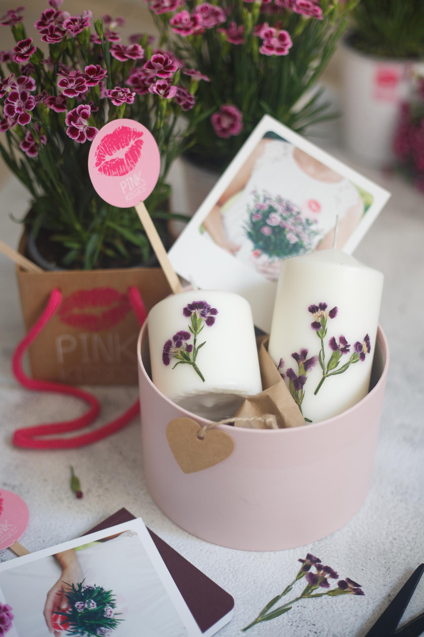 Kerzen mit Blüten verzieren